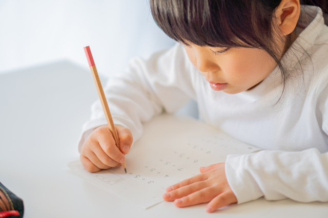 【入学準備】「おやつを分けよう」が練習に! 入学前にやっておきたい算数の勉強